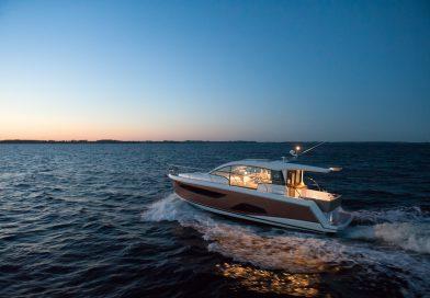 Sealine C330 – Svetlosni horizont